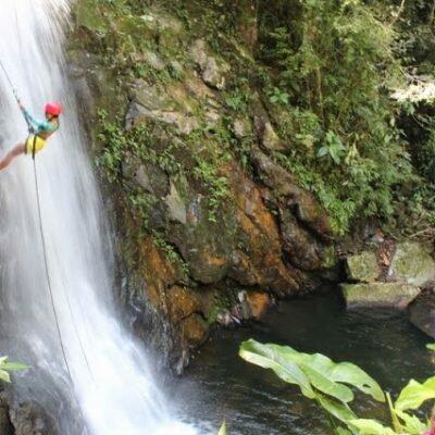 Rapel na Cachoeira do Mendanha