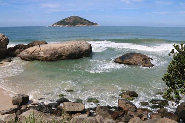 abrico-praia-de-nudismo-1