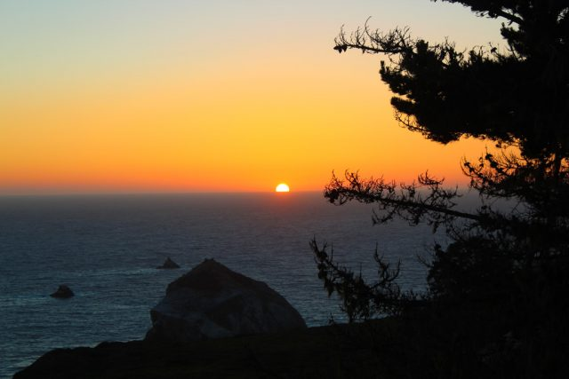 Pôr do sol no Treebones Resort - Big Sur
