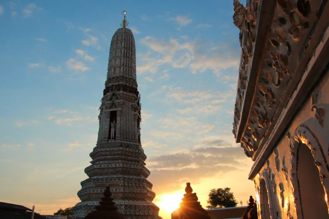 Pôr do Sol no Wat Arun - Bangkok