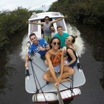 Melhor Passeio de barco em Manaus – Encontro das Águas, Nado com botos e Aldeia Indígena